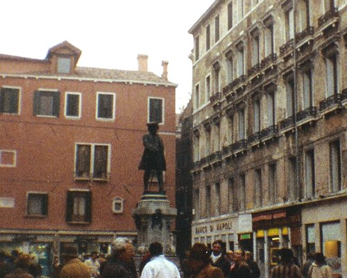 marco polo in campo san polo venice travel photos pictures of italy. Black Bedroom Furniture Sets. Home Design Ideas